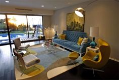 This velvet blue sofa paired with all of the chartreuse accents is divine in the living room of Lara Spencer. Lara Spencer, Modern Family, Mid-century Modern, Dark Bamboo Flooring, Beverly Hills Houses, Hill Interiors, Celebrity Houses, Mid Century House, Mid Century Modern Design