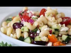 Hold the onion- cuke on the side! This Greek Pasta Salad is light and fresh, loaded with garden tomatoes, bell peppers and cucumbers. Perfect for summer parties or potlucks! Ww Recipes, Greek Recipes, Summer Recipes, Vegetarian Recipes, Cooking Recipes, Healthy Recipes, Skinnytaste Recipes, Skinny Recipes, Clean Recipes