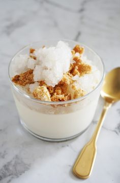 Coconut Panna Cotta with Lychee Granita and Coconut Shortbread Crumble (Cakelets & Doilies) Buttermilk Panna Cotta, Coconut Panna Cotta, Vanilla Panna Cotta, Lychee Cheesecake, Coconut Cheesecake, Tropical Desserts, Spring Desserts, Eggless Desserts, Dessert Recipes