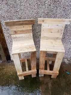 Pallet Bar Table & Chairs | 99 Pallets - These chair are the best to relish a bar area, comes on a suitable height to reach those bar counters conveniently and foot-rest would make you all comfortable....