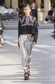 Isabel Marant reinventa seu boho mesclando mood 60's e 80's - Vogue | Desfiles