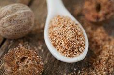 ナツメグといえば、ハンバーグの調味料として有名ですね。ナツメグとナツメグを包む赤い網状の部分はメースと呼ばれる別のスパイスで、ひとつの木から2種類のスパイスが取れるという大変珍しい木です。精油も取れ、沢山の効果が期待できます。