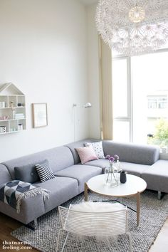 This months episode of My favourite corner takes us to Rogaland on the westcoast of Norway. Ane lives here together with her boyfriend in a 95 m2 2-story appartment with two living rooms and three bedrooms. It was built in 2008 and Ane and her boyfriend moved in last summer. Ane and I share a common love of Nordic design, light colours and flowers. Here is Ane: My favourite corner is in our main living room on the first floor. We spend much time in this corner, be it drinking coffee…