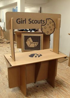 Cardboard cookie booth - Chairigami.com