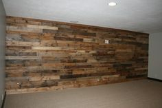 Pallet wall (installed by homeowner). What a great idea! Rustic Shabby Chic, Rustic Decor, Basement Remodeling, Basement Ideas, Remodeling Ideas, Farmhouse Remodel, Rustic Walls, Home Wall Decor, Dream Decor