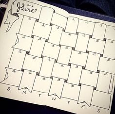 Jan 2019 - Doodles and organization ideas for bullet journals. See more ideas about Journal, Bullet journal and Bullet journal inspiration. Bullet Journal Mise En Page, Bullet Journal Décoration, Bullet Journal Calendrier, Bullet Journal Monthly Spread, Bullet Journal Layout, Back To School Bullet Journal, Bullet Journal Weight Loss Tracker, Journal Inspiration, Journal Ideas