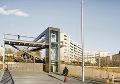 public space: Plaça del Riu Sec i passarel·la de La Farigola: Cerdanyola del Vallès (España), 2013