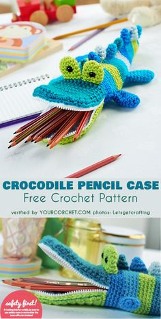 Fun Pencil Case Free Crochet Pattern Your kids will love bringing this adorable crocodile crochet pencil case to school with them! Worked in 4 row color stripes, you can mix and match colors to personalize the pencil case for your own little scholar. Crochet Gratis, Crochet Diy, Crochet For Kids, Crochet Shark, Tutorial Crochet, Crochet Shell Stitch, Crochet Stitches, Baby Knitting Patterns, Crochet Patterns