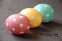 I didn& grow up celebrating Easter. We didn& dye eggs, go hunting for them later in the grass outside, or receive baskets of sweets. Easter Egg Dye, Hoppy Easter, Easter Bunny, Holiday Fun, Holiday Crafts, Holiday Decorations, Easter Egg Designs, Easter Ideas, Egg Decorating