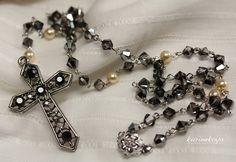 スワロフスキービーズ(クリスタルシルバーナイト&LTゴールドパール)を使用したロザリオ(ネックレス用)です。 本品はネックレス用ですので、祈りを捧げる為の物で...|ハンドメイド、手作り、手仕事品の通販・販売・購入ならCreema。