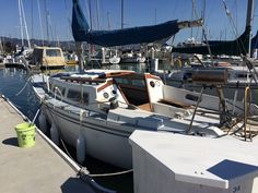 1979 Catalina 27. Traditional interior and outboard motor combinations do exist.