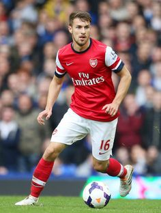 Aaron Ramsey makes his return for Arsenal against Everton. Arsenal Football, Football Soccer, Soccer Players, Arsenal Fc, Ramsey Arsenal, English Premier League, Messi, Squad, Sport Man