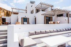 modern mediterranean homes Luxury Mediterranean Homes, Mediterranean Architecture, Mediterranean Decor, Villa Design, Design Hotel, Design Design, Beach Cottage Style, Beach House Decor, Interior Modern