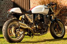 The new XJR Cafe Racer Project from Klaus Goerz  backyardrider.com Yamaha Motorcycles, Custom Motorcycles, Custom Bikes, Xjr 1300, Motorcycle Style, Classic Motorcycle, Triumph Cafe Racer, Cafe Racing, Moto Style