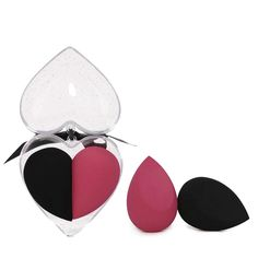 Makeup Sponge with Heart-Shaped Box Expensive Makeup, Beauty Care Routine, It Cosmetics Foundation, Beauty Sponge, Beauty Companies, How To Apply Foundation, Makeup To Buy, Cream Blush, Loose Powder