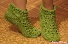 Тапочки. Обсуждение на LiveInternet - Российский Сервис Онлайн-Дневников Knitting Stitches, Knitting Socks, Baby Knitting, Knitted Slippers, Slipper Socks, Tunisian Crochet, Knit Crochet, Knit Baby Dress, Crochet Boots