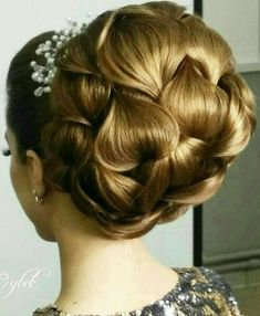 Beautiful hair do on wedding, how much you love plz comment Weddingwik … - Wedding Hairstyles Bride Hairstyles, Vintage Hairstyles, Pretty Hairstyles, Peinado Updo, Creative Hairstyles, Super Hair, Gorgeous Hair, Amazing Hair, Beautiful Bride