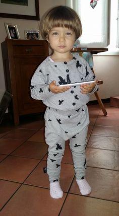 La nostra piccola Fashonista che indossa la tutona Moi :)  http://www.biobiobimbo.com/it/bambina-0-2/tutine-bambina/tuta-moi-102.html