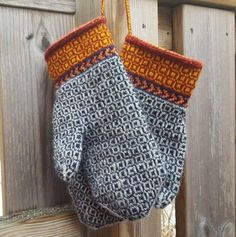 Twined knitted mittens - yarn from Wålstedts These are mittens that I finished yesterday. I used yarn from Wålstedts . I had some left-o. Knitted Mittens Pattern, Knitting Wool, Fair Isle Knitting, Knit Mittens, Knitted Gloves, Knitting Stitches, Free Knitting, Knitting Patterns, Knitting Accessories