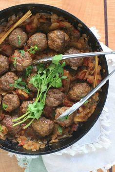 Burmese Meatball Curry - The seasoned beef meatballs are simmered in a sweet, savory and tangy sauce that combines garlic, onion, ginger, tomatoes and tamarind liquid. Burmese Food Recipe by Girl Cooks World Beef Steak Recipes, Meat Recipes, Indian Food Recipes, Asian Recipes, Cooking Recipes, Healthy Recipes, Burmese Food, Burmese Recipes, Ground Chicken Recipes