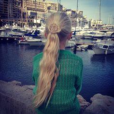 A flower ponytail in Monaco. #ponytail #monaco #instahair #instabraid