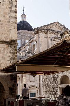 Dubrovnik / Croatia / Travel Noora & Noora - nooraandnoora.com Dubrovnik Croatia, Croatia Travel, Road Trip Destinations, Bosnia And Herzegovina, Road Trips, Barcelona Cathedral, Blog, Beautiful, Road Trip