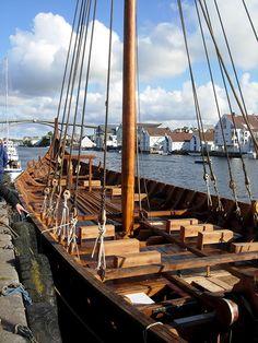 Viking ship Draken Harald Hårfagre? Viking Dragon, Viking Ship, Viking Age, Viking Longboat, Viking People, Viking Longship, Vicomte, Nordic Vikings, Viking Reenactment