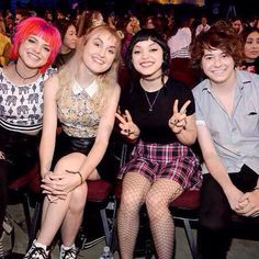 They were front row at the Teen Choice Awards!!