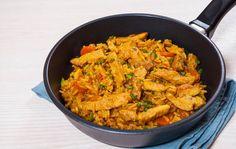 To, že si pripravíte rýchly obed neznamená, že jedlo je bez nápadu a chuti. Priravte si výborný pilaf -zmes ryže, korenia a ingrediencií podľa vášho výberu. Ratatouille, Risotto, Curry, Chicken, Ethnic Recipes, Curries, Buffalo Chicken, Rooster