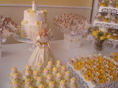 Mesa de doces  Decoração em amarelo