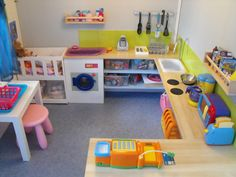 Visite de notre salle de jeux Under the fort could be a whole kitchen/house set up. There can be a window/counter to incorporate store play and a baby crib to play house. Daycare Spaces, Home Daycare, Kid Spaces, Play Corner, Kids Corner, Kitchen Corner, Big Kitchen, Daycare Design, Toy Rooms