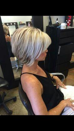 Inverted Bob Haircuts For Fine Hair - Hair Beauty Bob Haircut For Fine Hair, Haircut And Color, Hair Color And Cut, Bobs For Fine Hair, Haircut Bob, Hair Colour, 2015 Hairstyles, Short Bob Hairstyles, Pretty Hairstyles