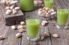 Orechový likér - Recept pre každého kuchára, množstvo receptov pre pečenie a varenie. Recepty pre chutný život. Slovenské jedlá a medzinárodná kuchyňa