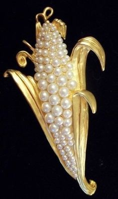 Vintage Karl Lagerfeld Pearl Corn Brooch - born and raised in the corn country of Illinois - this is pretty funny! Pearl Jewelry, Jewelry Art, Antique Jewelry, Vintage Jewelry, Jewelry Accessories, Fine Jewelry, Jewelry Design, Fashion Jewelry, Effy Jewelry