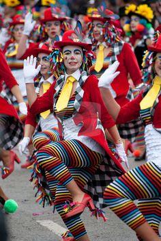 Adoro los carnavales no solo los preparativos, si no el desfile entonando esa bella canción carnaval,. carnaval carnaval te quiero