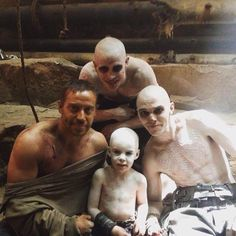 Behind the scenes of Mad Max: Fury Road Hugh Keays-Byrne (who played Immortan Joe) insisted that any actor or stunt performer who played a War Boy called him daddy Daddy. Mad Max Fury Road, Charlize Theron, Tom Hardy Body, Imperator Furiosa, Photos Rares, The Road Warriors, Tv, Stunt Doubles, Nicholas Hoult