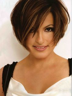 """One day I will finally chop off my hair. When I do, it will be something a lot like this! Love the """"piecey"""" texture on it. Have to have a stellar jaw line though. No hiding  behind long layers on fat chin days (which I have regularly)."""