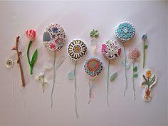 Ideas decorativas: piedras y crochet Stone Crafts, Rock Crafts, Cute Crafts, Diy And Crafts, Arts And Crafts, Pebble Painting, Pebble Art, Stone Painting, Crochet Stone