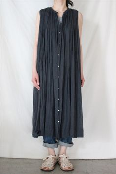 Long pleated dress LOVE THIS but it seems to not actually exist for purchase Tesettür Şalvar Modelleri 2020 Mori Fashion, 70s Fashion, Fashion Outfits, Womens Fashion, Fashion Tips, French Fashion, Korean Fashion, Style Fashion, Winter Fashion