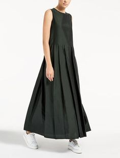 Max Mara CANE green: Linen, silk and viscose dress. Modest Fashion, Boho Fashion, Fashion Dresses, Womens Fashion, Linen Dresses, Day Dresses, Summer Dresses, Simple Dresses, Casual Dresses