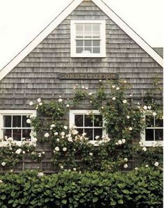 The exterior of the fisherman's cottage, classic Nantucket. Seaside Style, Beach Cottage Style, Beach House, Nantucket Cottage, Nantucket Style, Nantucket Beach, Maine Cottage, Nantucket Island, Coastal Cottage