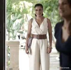 Look da Carolina dia 13 de maio na novela Totalmente Demais (4 fotos) - Moda de Novela
