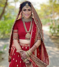 21 Seemingly Gorgeous Zero Neck Blouse Designs For All Kinds Of Indian Attire! Indian Bridal Outfits, Indian Bridal Fashion, Indian Bridal Wear, Indian Designer Outfits, Bridal Dupatta, Indian Bridal Lehenga, South Indian Sarees, Wedding Lehenga Designs, Wedding Designs