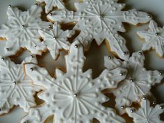 christmas tree sugar cookies with royal icing | This week my daughter and I decorated snowflake sugar cookies to be ...