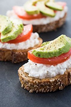 Avocado Toast with Cottage Cheese and Tomatoes - The Lemon Bowl®