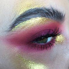 "5,048 Likes, 51 Comments - M A K E U P  A R T (@rosiekilvert) on Instagram: ""2 4 K A R A T ✨ @nyxcosmetics '24 karat' glam liner // @katvondbeauty metal matte palette 'flash'…"""