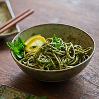Easy parsley pesto recipe with Japanese Soba Noodles. Quick recipe for parsley pesto is great with asian noodles. Healthy soba noodles recipe with pesto Parsley Pesto, Basil Pesto, Pesto Pasta, Vegetarian Recipes, Healthy Recipes, Tart Recipes, Veggie Recipes, Healthy Foods, Pasta Alternative