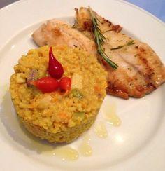 """""""Risoto"""" de mini-arroz integral com abobrinha, cenoura e palmito com Filé de Saint Peter com laranja, gengibre e alecrim"""