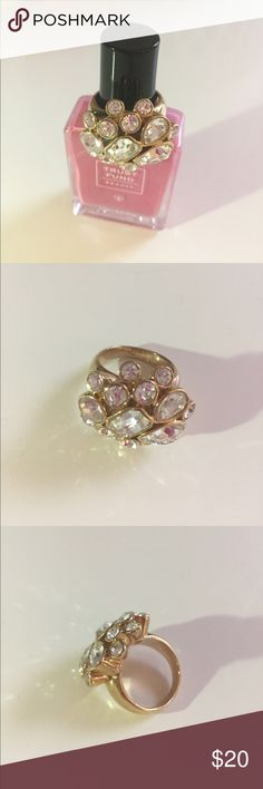 ✨Banana Republic Cluster Ring Sz 8 Gold-Tone✨ Bling ring! Gold-toned cluster cocktail ring with rhinestones in different sizes and shapes. Size 8. Banana Republic Jewelry Rings