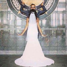 I'm not Greek, but I'd want a pose with my Que. This is adorable. |Ivy bride #SkeeRoo